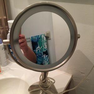 Makeup light mirror.